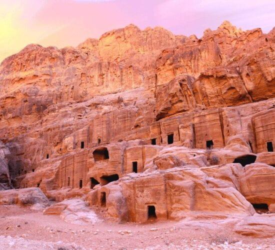 Tour in Giordania alla scoperta di Petra, una delle 7 meraviglie del mondo