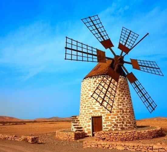Viaggio a Lanzarote alle Canarie Mulini a vento caratteristici