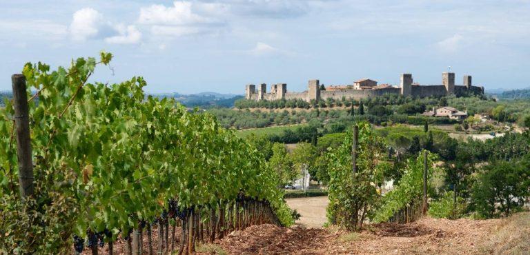 Trekking nella via Francigena a Monteriggioni in provincia di Siena